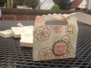 Tasche aus Umschlag mit Zierlasche (3)